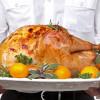 חג ההודיה במלון ענבל: ארוחה אותנטית, זמרים ומוסיקה חיה.