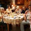 """האם כדאי לצפות בסרט הצרפתי """"משפחת בהפתעה"""" – שתי דעות."""