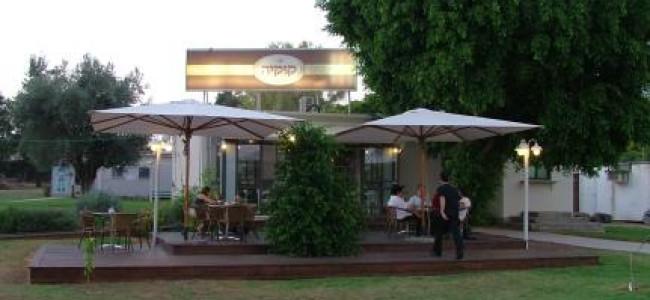 קפה-קונדיטוריה קוקייה – קפה מוקפד בכניסה לקיבוץ דפנה