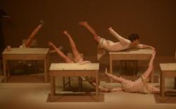 """""""אבק"""" – מופע מחול תיאטרון של להקת פינטו את פולק"""