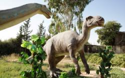 """""""ממלכת הדינוזאורים"""" מתעוררת לחיים בגן הבוטני בירושלים"""
