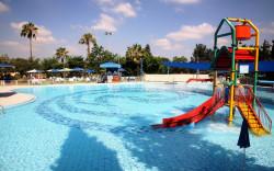 פארק נחשונית מציע: מים, שעשועים, והופעות כוכבי הילדים