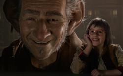 """חוויה קולנועית לכל המשפחה: העי""""ג – הענק הידידותי – פנטזיית הפלאות החדשה של סטיבן שפילברג"""