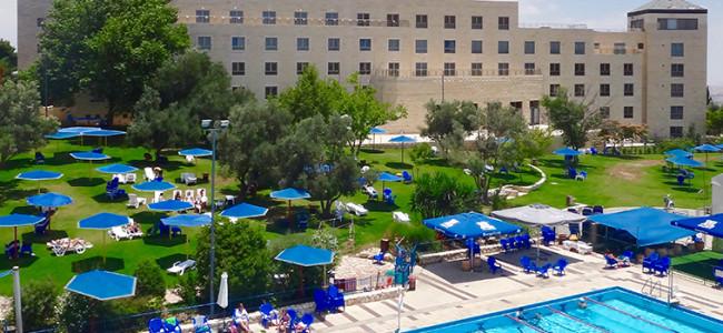 מלון רמת רחל בירושלים – גבוה, כפרי ובמרחק נסיעה קצר מהאטרקציות. ועכשיו: קטיף עצמאי של דובדבנים!