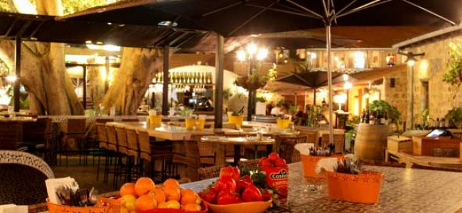 מסעדת ויקי-כריסטינה בנווה צדק – טפאס ואווירה במתחם התחנה