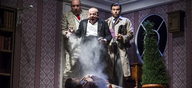 """""""ההצגה חייבת להיגמר"""" בבית ליסין – הומור בריטי ברמה!"""