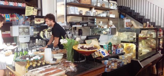 מסעדה עם גינה ביפו: פר דרייר עם המעדנייה, הטעמים והאווירה