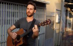 """הקליפ """"על האושר"""" של הזמר דוד ישראלי – אחרי שגייס את """"הדסטארט"""" והוציא אלבום הראשון ולקראת הופעה בנמל ת""""א החלום התגשם…"""