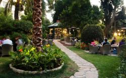 """מסעדת """"בר הקיץ"""" של """"אמריקן קולוני"""" – מטעמים בגינה פורחת ושקטה, בירושלים"""