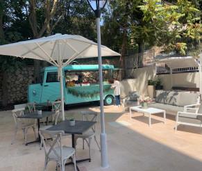"""מקום חדש של קפה, מאפים וכלים יפים בצפת: """"פוד-טרק 'חברותא'"""""""