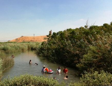 נחל הקיבוצים בפארק המעיינות - מסע משפחתי רטוב ומענג
