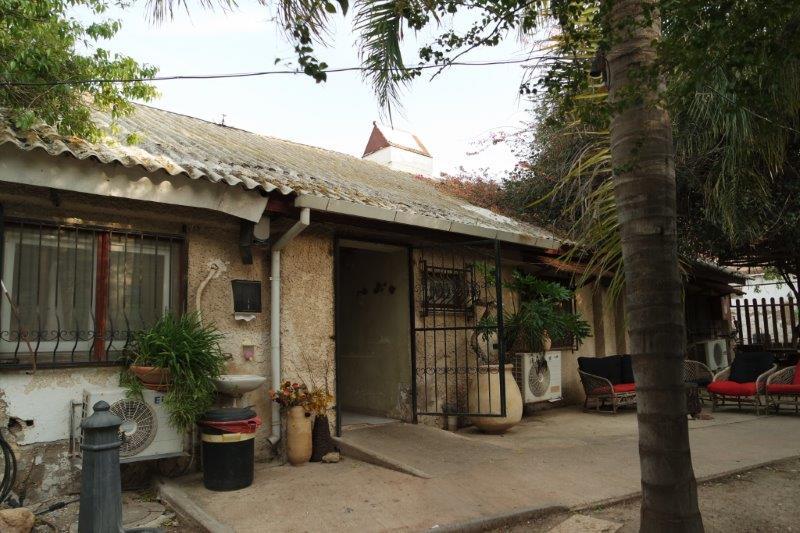 המסעדה נמצאת היכן ששכנה הרפת הראשונה בעמק, שהוקמה בשנת 1925