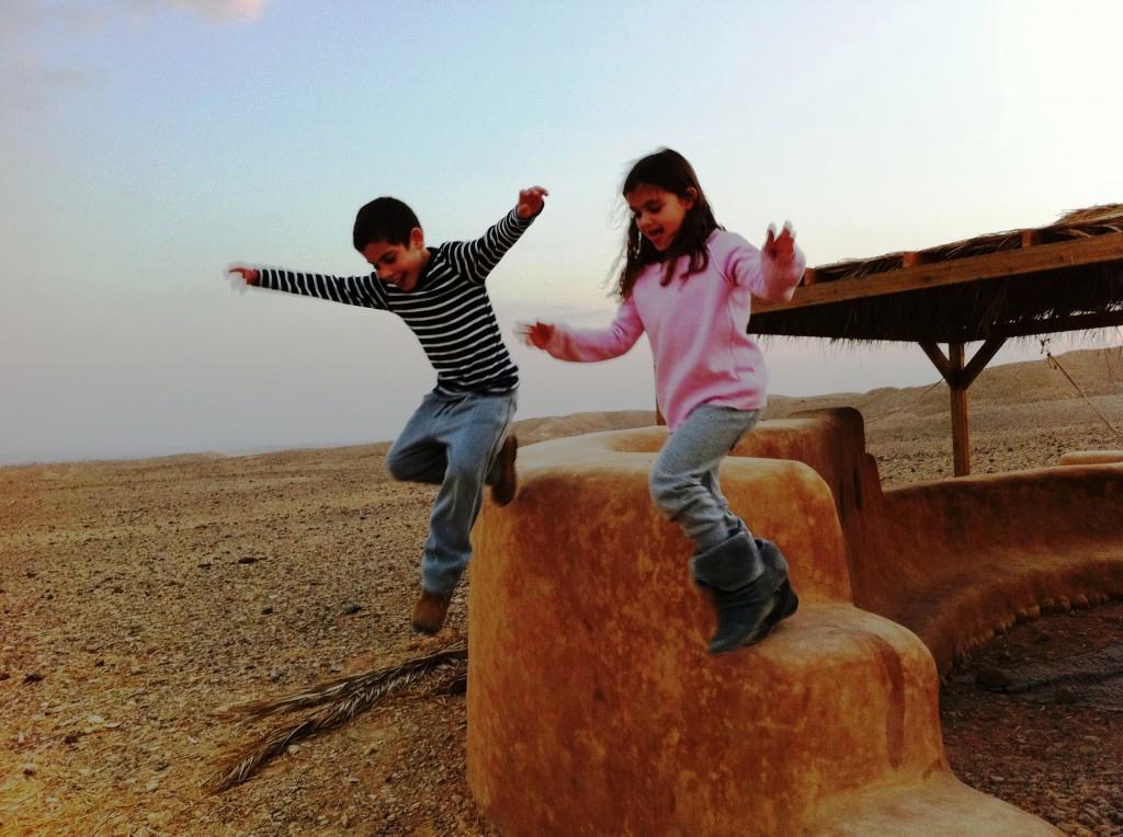 """""""להיות במדבר זה כמו לעוף"""" - ילדים חוגגים בימי מדבר"""