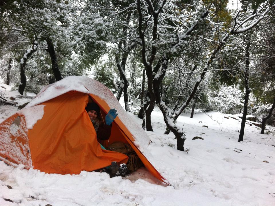 אוהל כתום אחד והמון שלג, על פסגת המירון. צילום: ערן מנשרוב