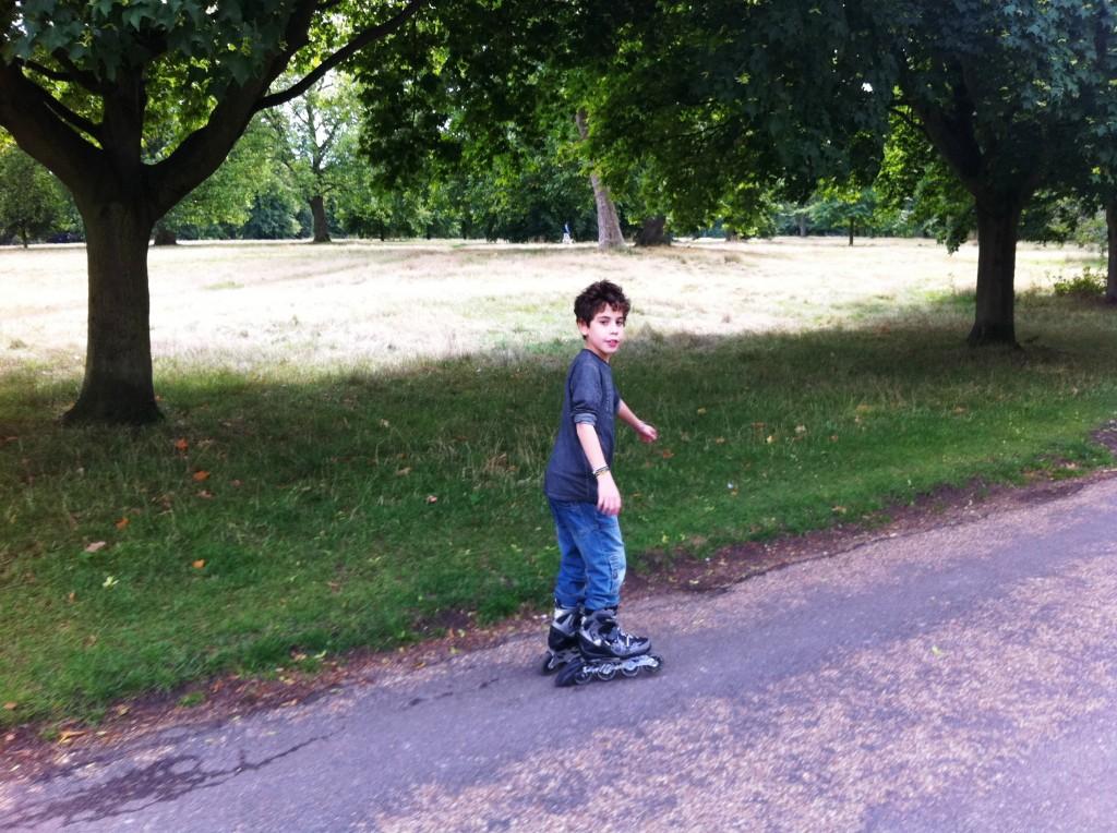 רולר'ס בהייד פארק - ולפתע הילדים מרגישים כמו לונדונרים אמיתיים.
