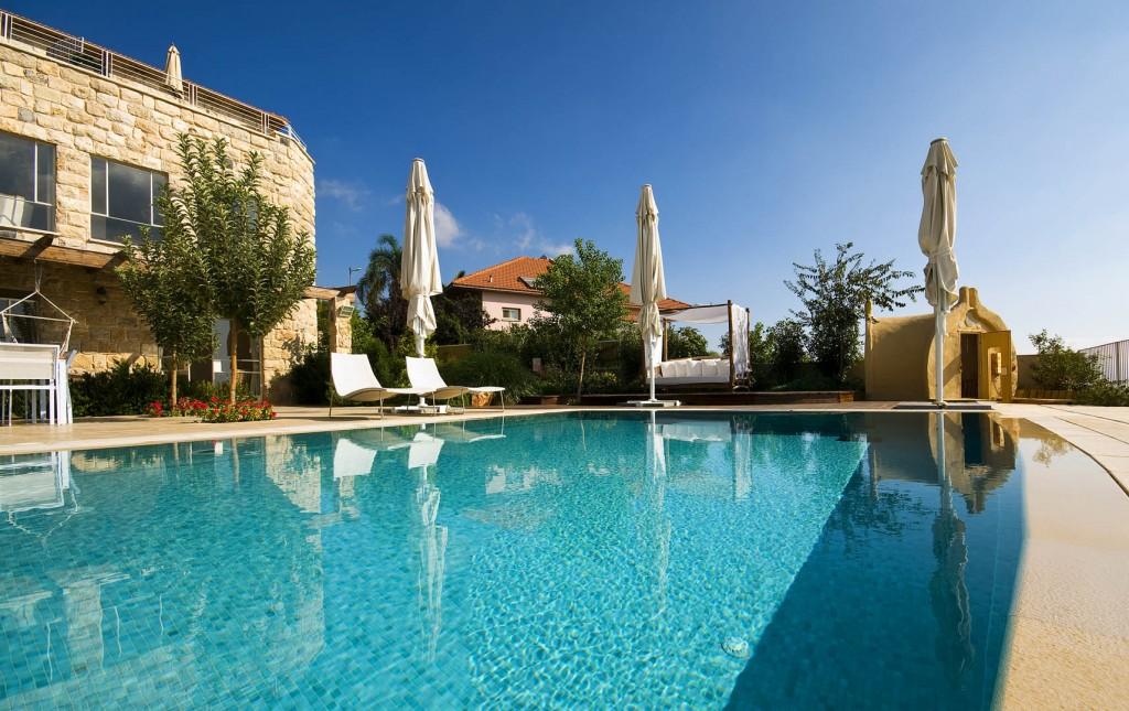 הבריכה באחוזת יסמין - המים קרירים גם בקיץ.