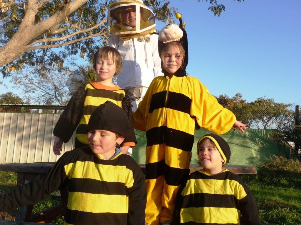 מתחפשים לדבורים ביד מרדכי צילום- חגית מורדיש דרור