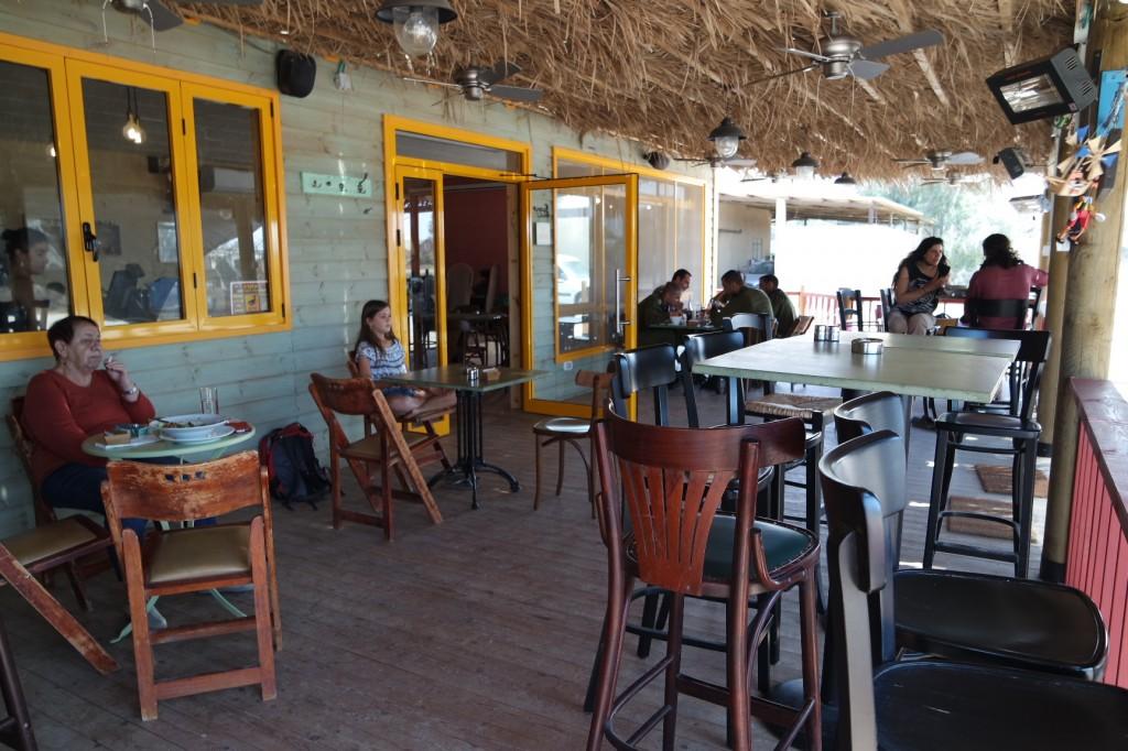 בר-מסעדה הנגרייה, במושב דקל.