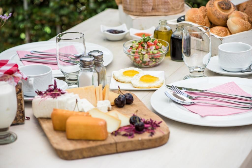 ארוחת בוקר ברמת רחל n צילום עודד סמדר
