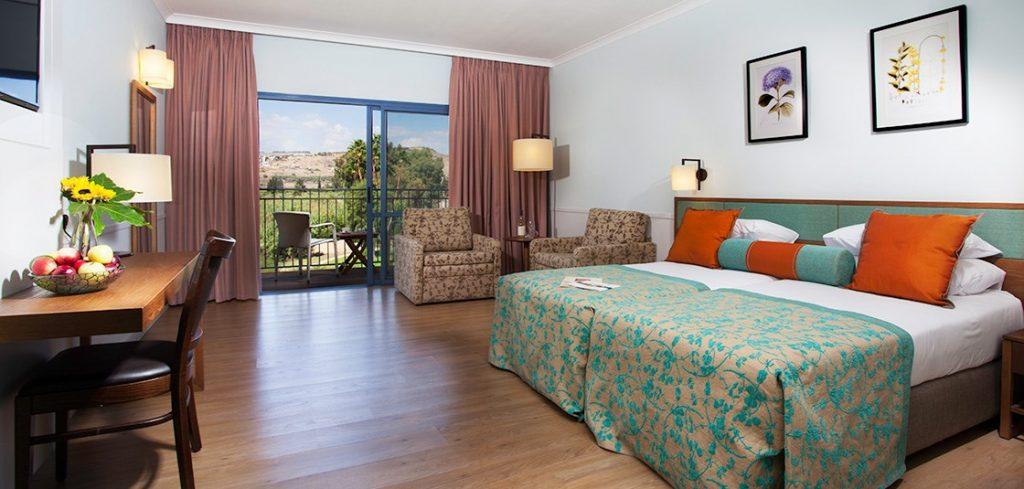 החדר מרווח, מואר והעיקר - המזגן עובד מצוין גם בקיץ.