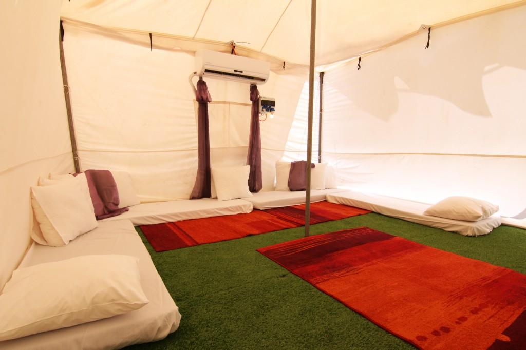 כפר האוהלים בחמת גדר בתוך האוהל (3)