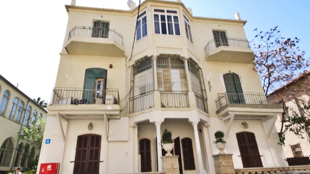 הבניין שבו נמצאת המסעדה, בצמוד לרחוב לילינבלום.