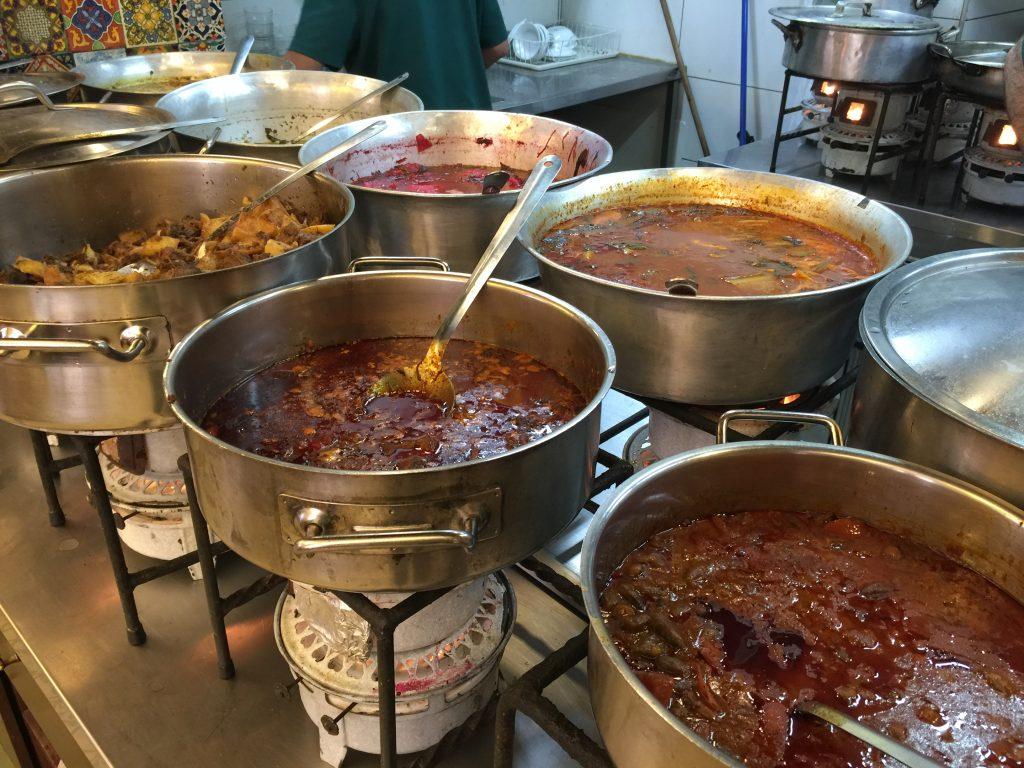 המטבח של מסעדת עזורה בבירה.