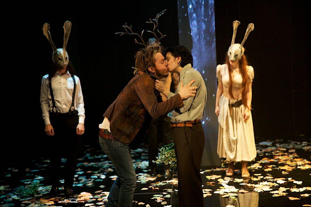 אולה שור סלקטור בתפקיד רוזלינד ואודי רוטשילד. צילם: ר. רובינשטיין.